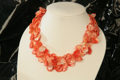 Muschelkette in orange